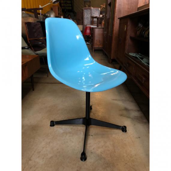 Cadeira Charles Eames Azul