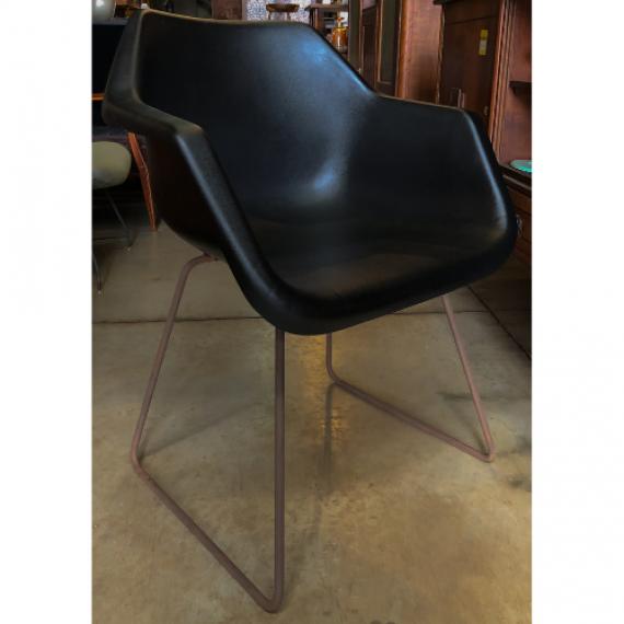 Cadeira Robin Day Preta